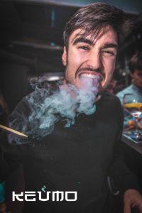 Bolas de humo efecto dragon aperitivos con nitrogeno